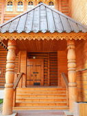 Beautiful wooden porch. Russian tsar's wooden palace in Kolomenskoe (Moscow), built in the 17th century. August, 2013. — Stock Photo