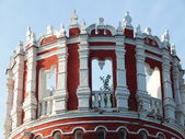 Novodevichy (New Maiden) Convent, Moscow. The top of Nikolskaya tower. August, 2013. — Stock Photo