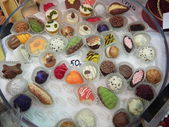 Delicious sweets in a box. Moscow International Sweets Festival on the VVts (All Russian Exhibition Centre - formerly known as VDNKh). 16th of August, 2013. — Стоковое фото