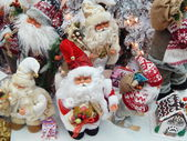 "A lot of toy Santa Clauses. Exhibition ""New Year Expo 2013"", Moscow. September, 2013. — Stockfoto"