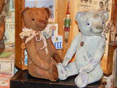 """Two collectible bears. The 5th Moscow International exhibition of collectible bears """"Hello, Teddy"""". December, 2013. — Stock Photo"""