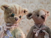"Two collectible bears. The 5th Moscow International exhibition of collectible bears ""Hello, Teddy"". December, 2013. — 图库照片"
