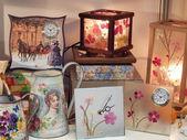 Crafts. Handmade interior things: clocks, lamps, jugs. — Stock Photo