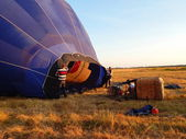 Getting the air balloon ready for a trip at the sunset. Summer ballooning. Russia. July, 2014. — Stock Photo