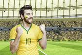Brazilský fotbalista slaví na stadionu — Stock fotografie