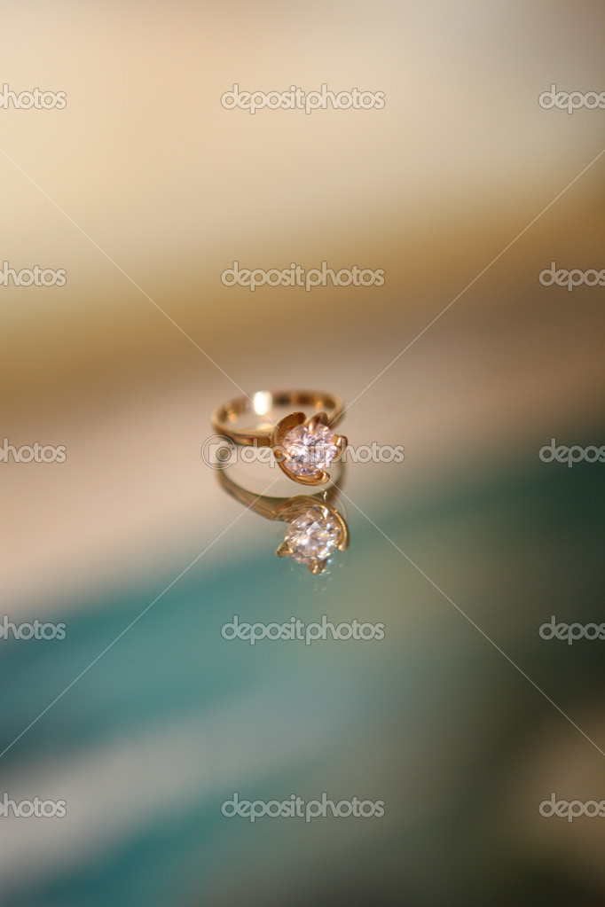 Engagement ring in beautiful blurred background — Stock Photo #12664952