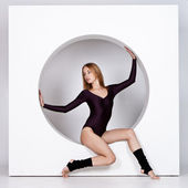 Young beauty dancer — Stock Photo