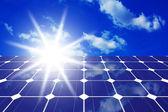 Sonnenkollektoren mit sonne — Stockfoto
