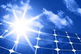 Panneaux solaires avec le soleil — Photo