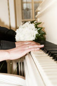 Piano player - Music of love — Stock Photo