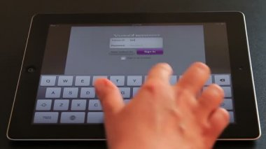 Yahoo Messenger on iPad3 — Stock Video