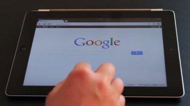 Google en ipad 3 — Vídeo de Stock