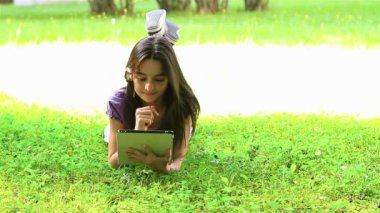 Teenage girl using digital tablet — Stock Video