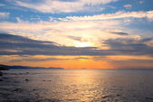 Lever du soleil en mer — Photo