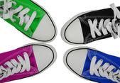Spor ayakkabı mavi, yeşil, pembe ve siyah — Stok fotoğraf