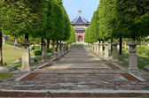 Path in Chinese garden style leading to a pavilion — Stock fotografie