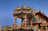 The pavilion of Chinese temple (shrine) and blue sky — Stock Photo