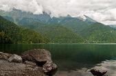 Mountain lake Ritsa / Горное озеро Рица — Stock Photo