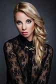 Porträt einer schönen blondine — Stockfoto
