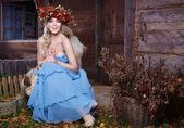Krásná podzimní dívka s věncem na hlavě — Stock fotografie