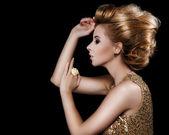 Fashionable attractive blonde hairdo — Stock Photo