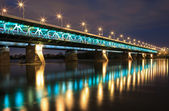 Highlighted bridge at night — Stockfoto