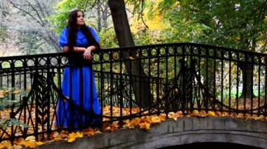 Woman in a blue dress in the autumn park — Stock Video
