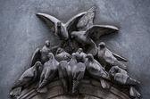 Sculpture pigeons — Stock Photo