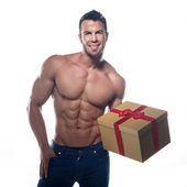 Muscular sexy man with a gift — Stockfoto