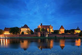 Teutonic Knights in Malbork castle at night — Stock Photo