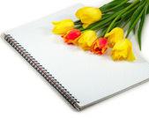 Bloemen op de notebook — Stockfoto