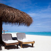 Relaxing chairs in front of the Indian Ocean in Maldive Islands — Stock Photo