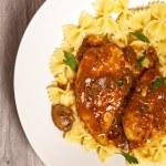 Chicken Marsala with Mushrooms — Stock Photo #28135311