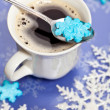 Coffee with snowflakes shaped sugar — Stockfoto