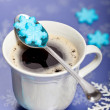 Coffee with snowflakes shaped sugar — Stock fotografie
