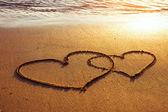 在海滩上的两颗心 — 图库照片