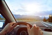 Ręce kierowcy — Zdjęcie stockowe