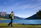 Traveler in mountains looking forward — Stock Photo