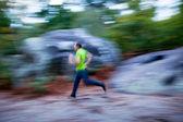 Mann läuft im freien — Stockfoto
