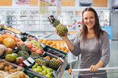 Kadın süpermarket — Stok fotoğraf