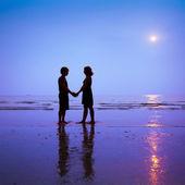 Couple on the beach — Stock Photo