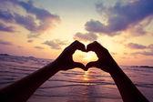 Kalp işareti yaparak eller — Stok fotoğraf