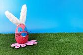 粉红色兔子上花园 — 图库照片