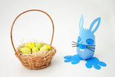 Easter basket and blue bunny — Zdjęcie stockowe
