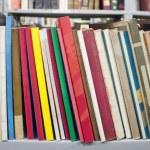 knihy na polici — Stock fotografie