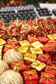 Teclado e enfeite de natal — Foto Stock