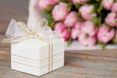 Gift and flowers — Stock Photo