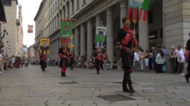 Palio del Baradello re-enacts Barbarossa's visit to his allies in Como after defeating Milan — Stock Video