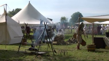 Reenactment of the Battle of Legnano between the forces of the Holy Roman Empire and the Lombard League — Stock Video