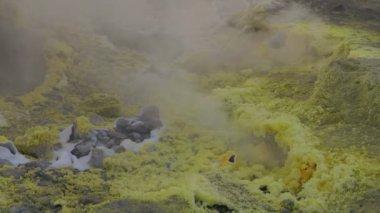Sulfurous fumaroles, Vulcan, Italy — Stock Video
